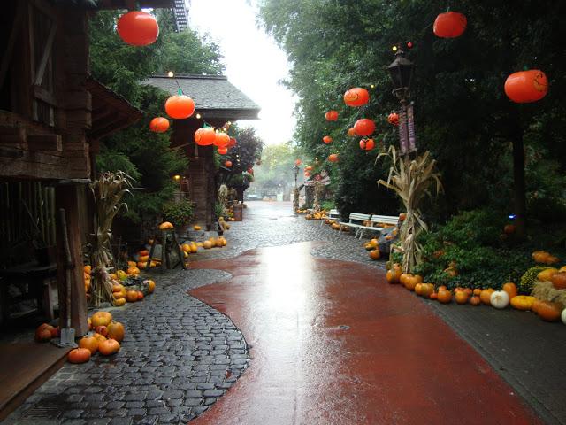 bl-halloween_street_by_pompoen-d302j10